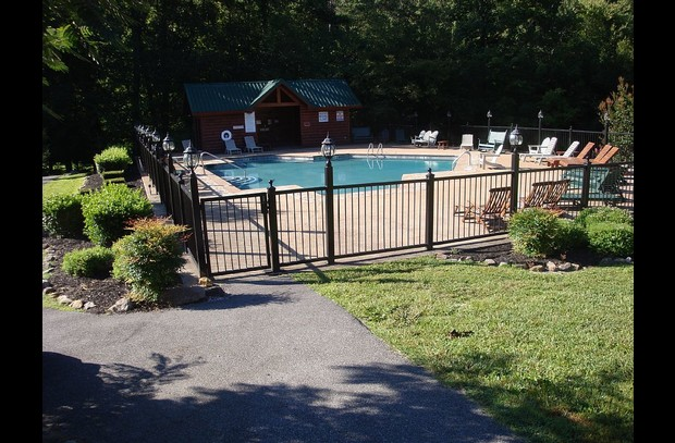 Beautiful Outdoor Pool , In Walking Distance To Cabin